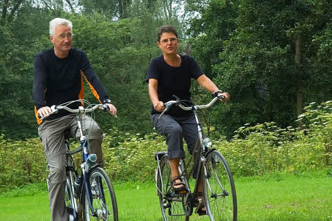 Active senior couple biking in the park. Mostphotos.com