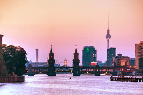 germany-berlin-cityscape-with-oberbaum-bridge.jpg