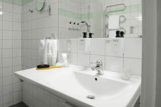 Scandic-Klaralven-Room-Standard-Bathroom.jpg