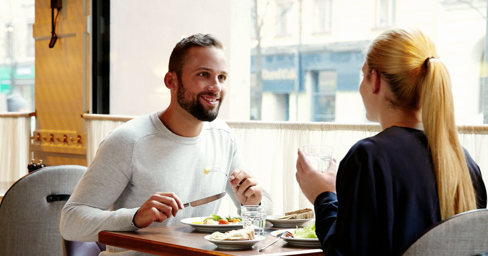 Couple having lunch in restaurant